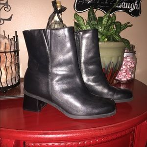 Naturalizer leather boots in EUC!